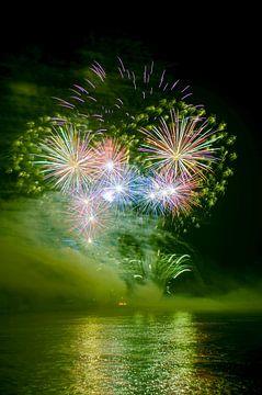vuurwerk op de Rijn. van Fotografie Arthur van Leeuwen