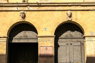 Deuren met bogen in Verona, Italië sur Paul van Putten