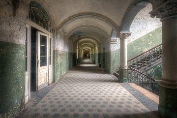 Beelitz - Korridor voller Verfall von Roman Robroek