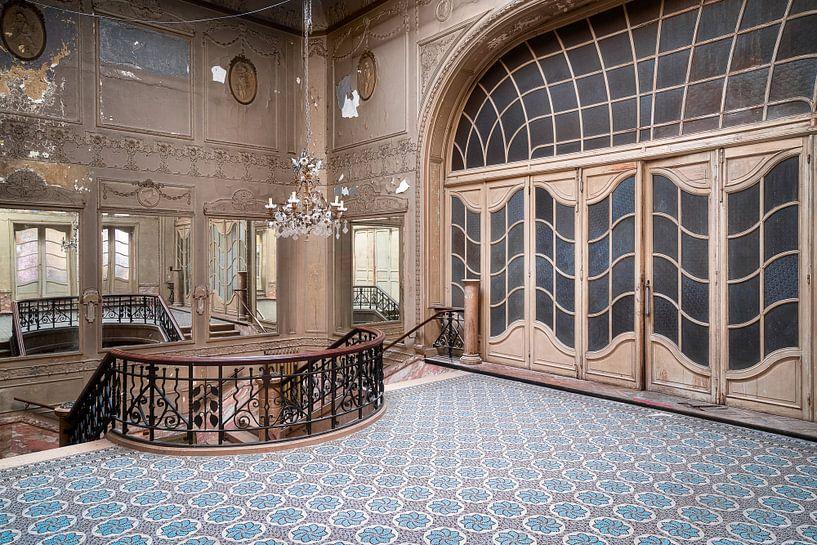 Verlassene Art-Déco-Treppe. von Roman Robroek