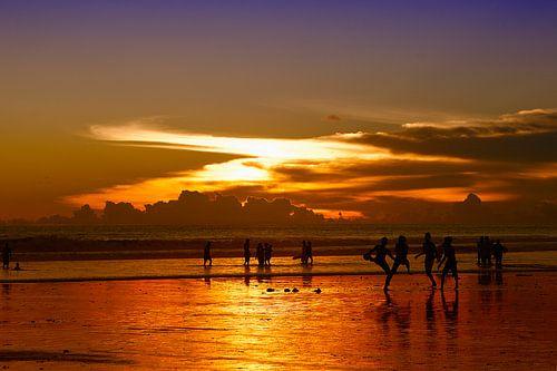 Zonsondergang Seminyak Beach, Bali van