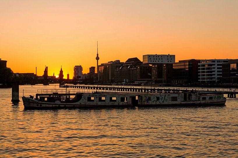 Berlijnse skyline Mediaspree met rifwrak van Frank Herrmann