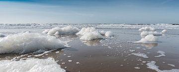Panorama der Schaum auf dem Strand von Alex Hiemstra