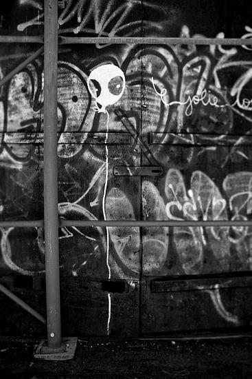 White Balloon Graffiti  van Maarten De Wispelaere