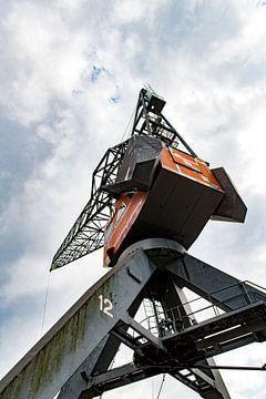 Havenkraan in Rotterdam van Wim Stolwerk