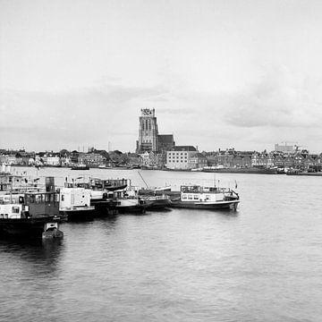 Zicht op Dordrecht (mei 1968) sur Dordrecht van Vroeger