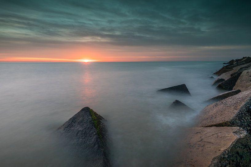 Havenhoofd Scheveningen en ondergaande zon van Original Mostert Photography