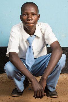 Een leerling middelbare school in Tanzania van Jeroen Middelbeek