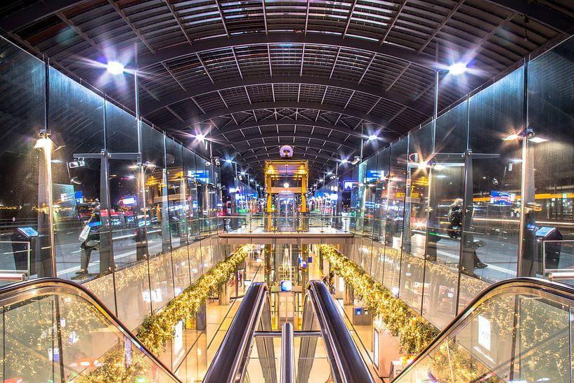 Amsterdam central bus station van Dennis Dieleman