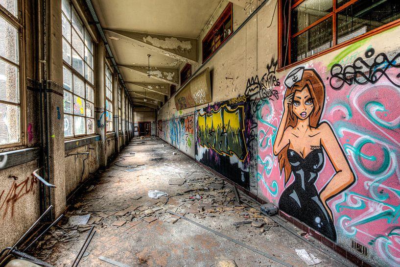 Verlassene Korridore an der Val Benoit University, Lüttich von Martijn Mureau