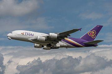 Airbus A380 van Thai Airways International vertrekt vanaf Londen Heathrow. van Jaap van den Berg