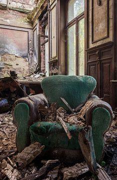 Stuhl in verlassenem Schloss von dafne Op 't Eijnde