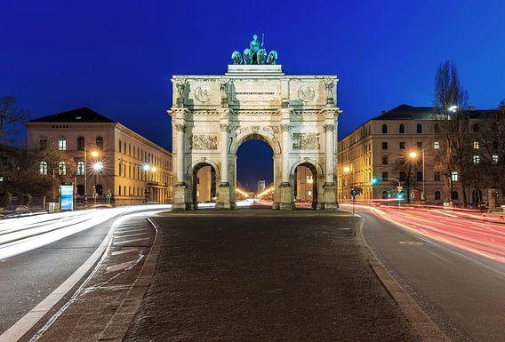 Siegestor München op het blauwe uur