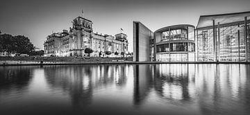 Reichstagsgebäude in schwarz-weiß