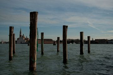 Poles in water von Marco de Groot