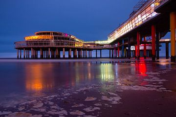Kleurrijke Scheveningse Pier van Yvonne van Leeuwen