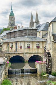 Stadsgezicht Bayeux met een watermolen van