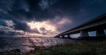 Ketelbrug in stormachtig weer sur