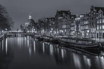 Singel in Amsterdam in de avond in zwart-wit - 3 von Tux Photography