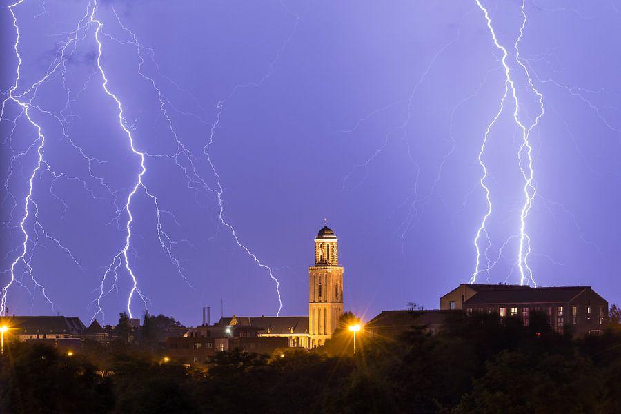 Bliksem boven Zwolle van Marcel Bil