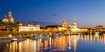 Skyline of Dresden at night van Werner Dieterich