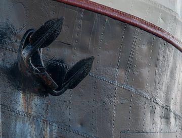 Teil eines Schiffes vor Anker von Michel Knikker
