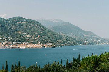Ansicht Gardasee | Italien | Europa | See | Landschaft | Reisefotografie von Mirjam Broekhof