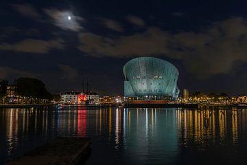 Nemo en scheepvaartmuseum by night van Frans Nijland