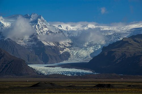 Svínafellsjökull Glacier van