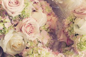 Hochzeitsblumenstrauß aus Rosen in Rosa und Weiß