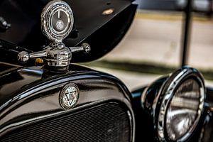Grille logo en hood ornament van een Dodge Brothers Detroit USA van autofotografie nederland