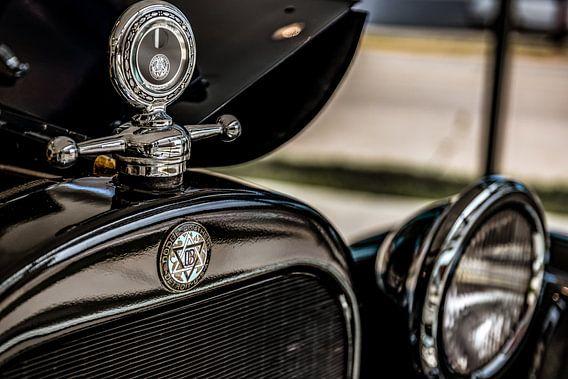 Grille logo en hood ornament van een Dodge Brothers Detroit USA