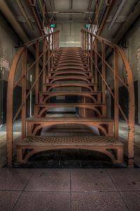 Trap in een leegstaande gevangenis (Urbex) van Eus Driessen