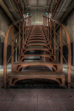 Escaliers dans une prison vide (Urbex) sur Eus Driessen