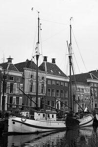 Een zeilboot afgemeerd in Groningen