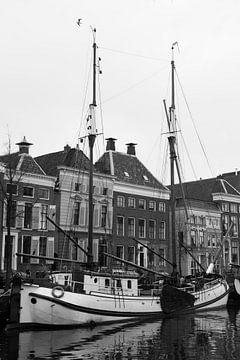 Een zeilboot afgemeerd in Groningen van Harry Kors