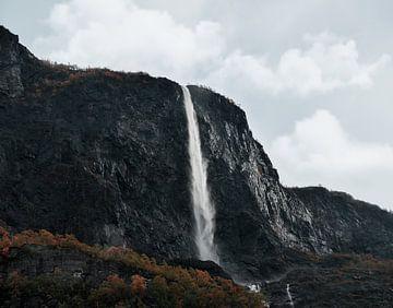 Wasserfall in Norwegen von Anam Nàdar