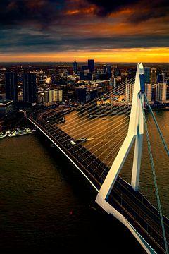 Rotterdam in avondlicht van