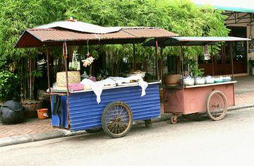 Vintage restaurant, Laos van Inge Hogenbijl