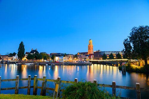 Skyline van Zwolle in de avond