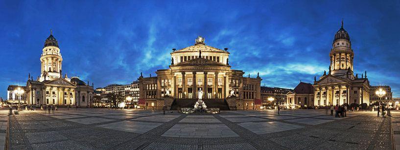 Gendarmenmarkt Panorama op het blauwe uur van Frank Herrmann