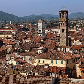 Stadsgezicht van Lucca in Italië van Jan Kranendonk