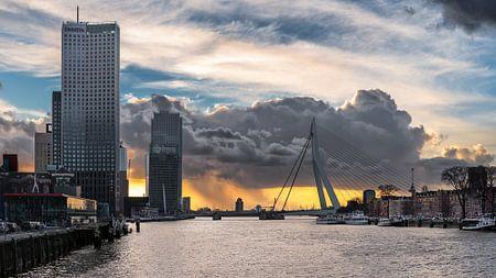 Skyline Rotterdam in uniek weer