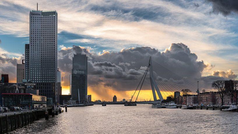 Skyline Rotterdam in uniek weer van Prachtig Rotterdam