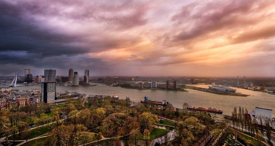 Skyline Rotterdam van Robbert Ladan