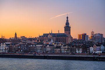 Nijmegen met Stevenskerk in de morgen van Jeroen Lagerwerf
