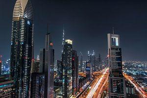 Dubai Skyine vanaf een rooftop bar van Bas Fransen