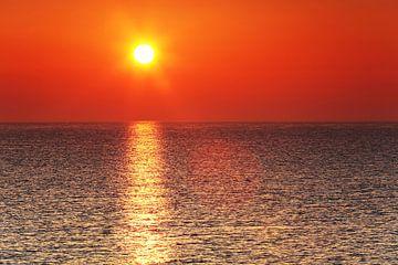 Zonsondergang aan zee van Frank Herrmann