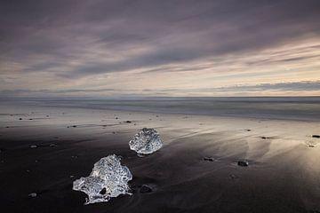 Diamanten op Diamond Beach in IJsland