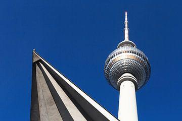 Tour de télévision de Berlin avec détails architecturaux